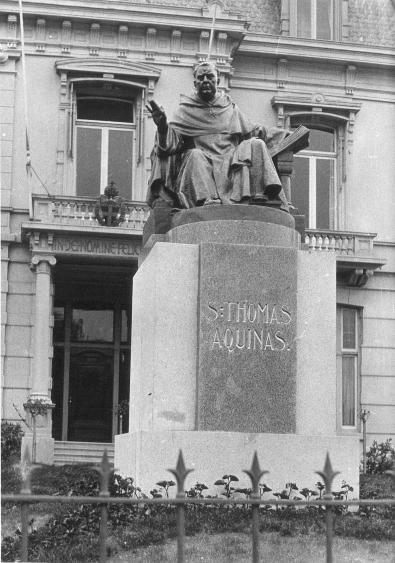 Het standbeeld van Thomas Aquino