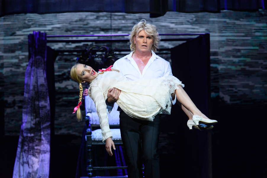 Hans Klok House of Horror Seance Hans Klok Jordan McKnight foto Andy Doornhein