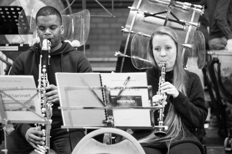 5 Purcell met instrument zwart wit750